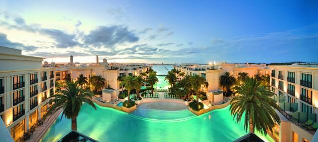 Extraordinary service and an ambience of pure glamour caractherizes Palazzo Versace Dubai.  PALAZZO VERSACE DUBAI LUXURY HOTEL Blogslider 29nov1 e1354881164915