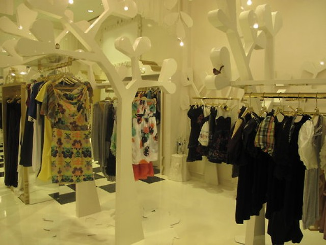 This article is about the top 3 stores where a woman can go shopping in Dubai complete with some of the most exquisite names on the fashion market.  Top stores to shopping QXBEIPwjfje38gg1F51aEfevo1 500 e1355400986710