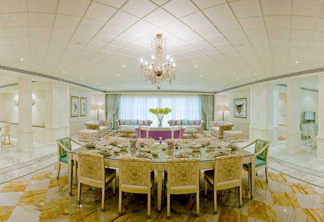 Extraordinary service and an ambience of pure glamour caractherizes Palazzo Versace Dubai.  PALAZZO VERSACE DUBAI LUXURY HOTEL palazzo versace hotel 12 e1354881718501