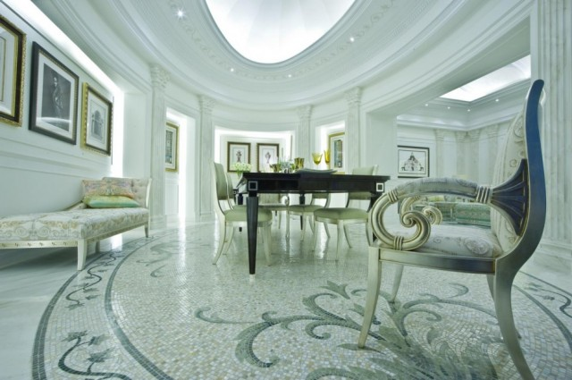 Extraordinary service and an ambience of pure glamour caractherizes Palazzo Versace Dubai.  PALAZZO VERSACE DUBAI LUXURY HOTEL palazzo versace hotel 3 e1354881577138