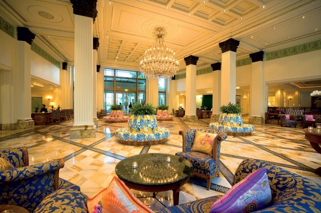 Extraordinary service and an ambience of pure glamour caractherizes Palazzo Versace Dubai.  PALAZZO VERSACE DUBAI LUXURY HOTEL palazzo versace hotel e1354881465679