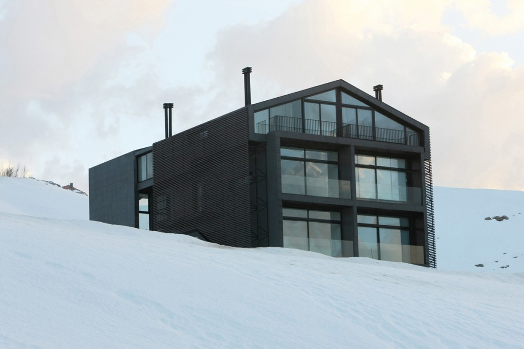 i-SKI, a modern chalet in the Mount-Lebanon, by Accent Design Group i SKI modern chalet Lebanon001 1024x682