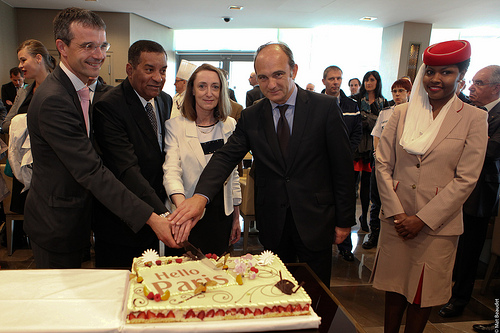 Emirates opens refurbished lounge in Paris Charles de Gaulle Airport 05w126001