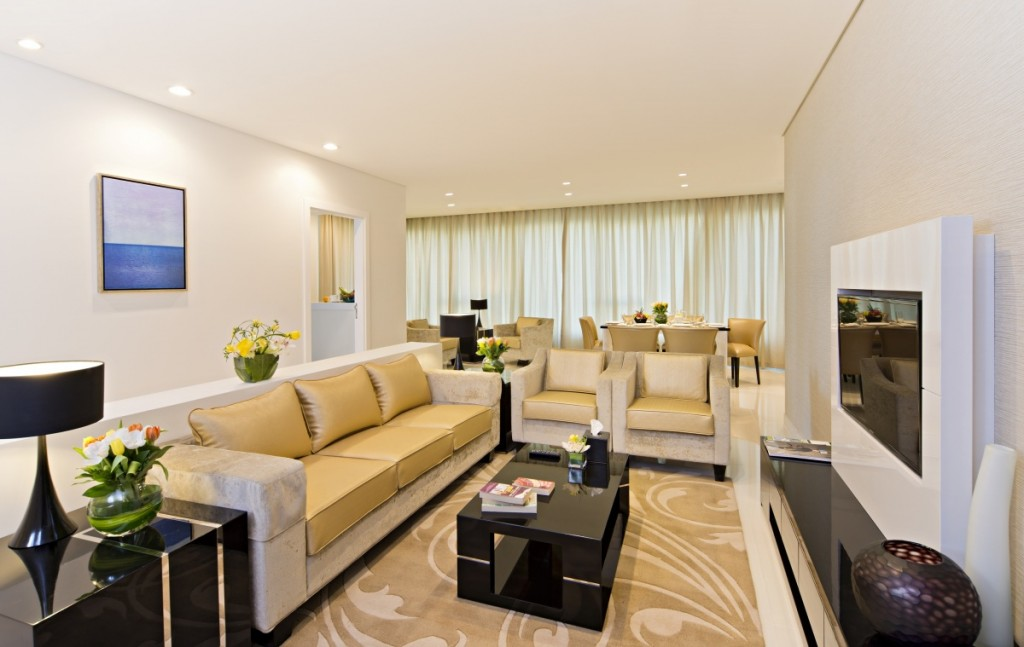 Luxury Serviced Hotel in Dubai's Burj Area The spacious and luxurious living area in Canal Views 1024x647