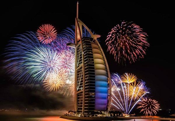 new-years-eve-dubai-2015-fireworks fireworks New Year's Eve: Fireworks in Dubai! New Years Eve Fireworks Dubai 3
