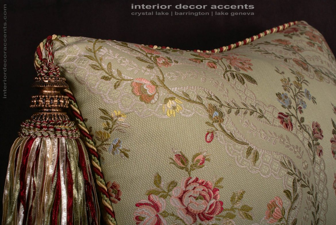 Trendy Fabrics And Wallpapers For Luxury Home Interiors