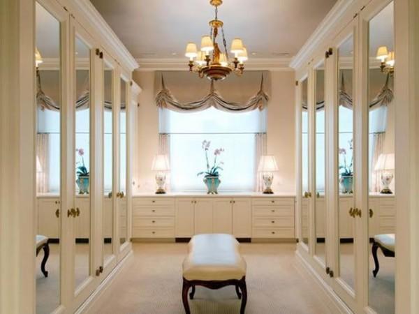 Closets 10 Luxury Modern Closets for the Master Bedroom 2 Luxury Closet 91 e1448914947836