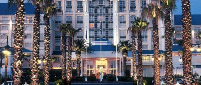 Top Design Hotel: Contemporary Table  Bay Hotel 15 650x275