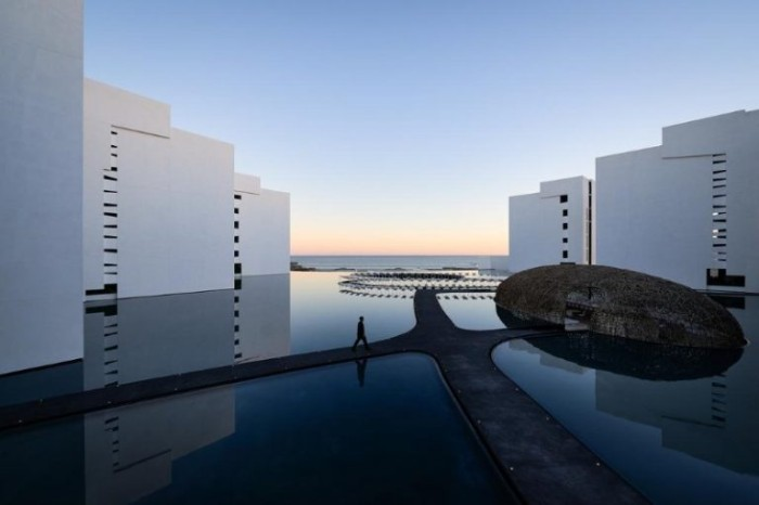 Luxury Hotels That You Don't Want  To Miss This Summer 5 4